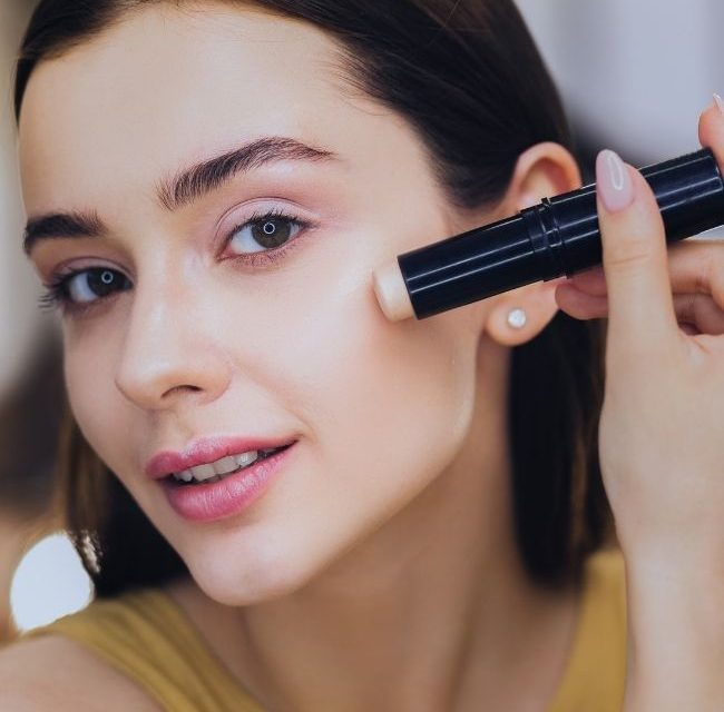 Best Natural Organic Concealer: Eco-Friendly, Non-Toxic Concealer Options